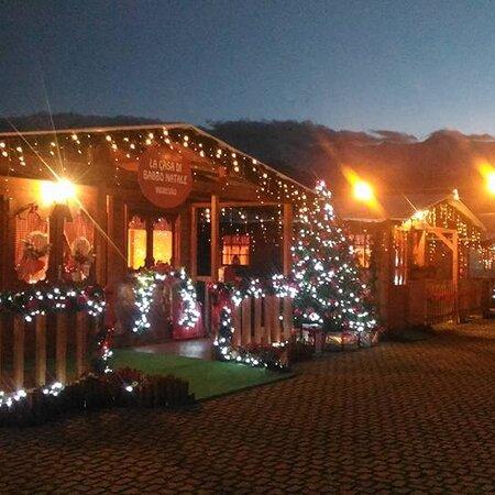 Montesilvano, Ý: La casa di Babbo Natale a Castel Castagna (TE)