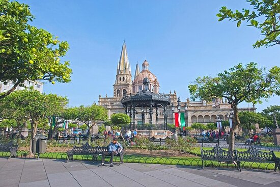 Private Shopping Day Tour in Guadalajara