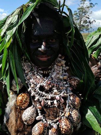 Ricordo di un viaggio:Papua Nuova Guinea Agosto 2019:Mount Hagen Festival.                                     Nella vita ciò che ci distingue è nella scelta degli accessori.