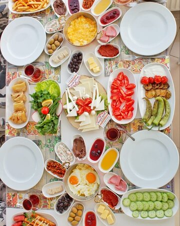 Bol çeşit serpme kahvaltı 👌