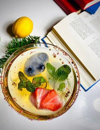 """Коктейль """"Шерикоболь"""", приготовленный по старинному рецепту. В начале XX века коктейль был очень популярен среди аристократии Гунгербурга"""
