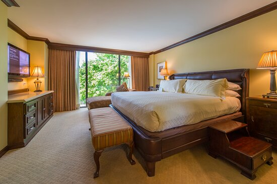 Capitol Suite Bedroom with Wooded Views