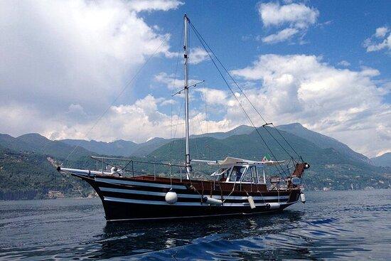 Kleingruppentour mit dem Motorsegler am Gardasee mit Erfrischungen