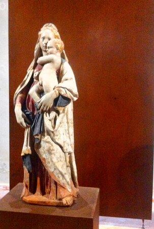 Madonna di Donatello, con una storia rocambolesca ed un'attribuzione recente al grande maestro fiorentino. Opera in terracotta databile fra il 1415 e il 1420. Si può ammirare nella sacrestia della chiesa di San Francesco con visita guidata a cura della proloco dell' imperdibile borgo medievale di Citerna. Nov 2018