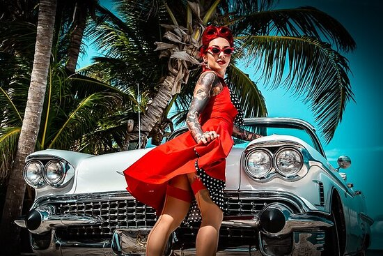 Tour in classic cars in Cuban style