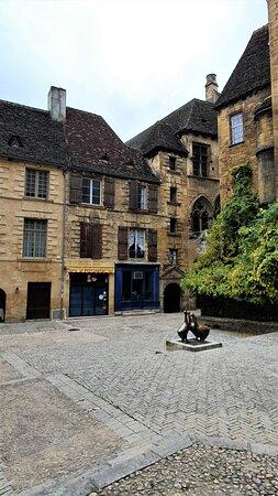 Sarlat-la-Canéda, Pháp: Souvenirs de mes Balades --- France -- Nouvelle Aquitaine -- Périgord -- Ma merveilleuse ville de Sarlat comme on ne la voit jamais😥😥  aucune personne dans les rues -- Conséquence du Covid 20.12.08
