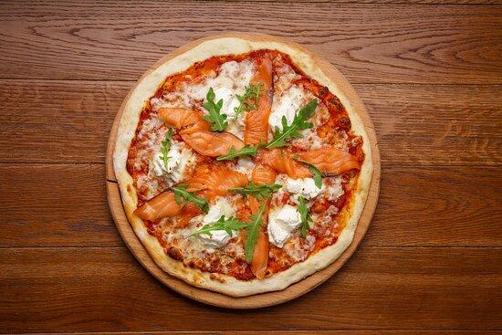 Классическая пицца с лососем и сливочным сыром