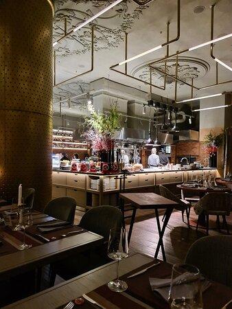 Отличный итальянский ресторан с стильным дизайном и кухней от Уильяма Ламберти