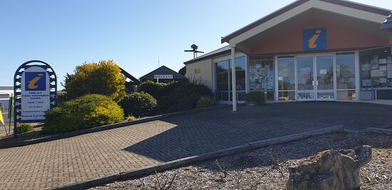 Millicent Visitor Information Centre  SA    centre frontage