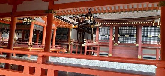 勅使門中(左)国宝