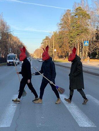 С самого начала мы использовали маски в своей работе RED RABBIT coffee.pizza.bar Кролики наводят порядок на улицах Академгородка