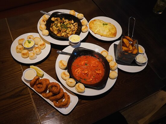Dough balls, Garlic Mushrooms, Garlic bread with mozzarella, Wedges, Garlic Prawns & Calamari