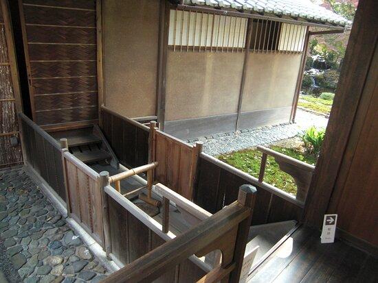 1階の茶室への通路