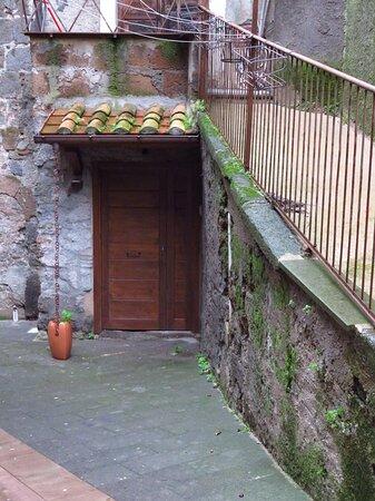 L'entrata alla cripta e ai Connutti