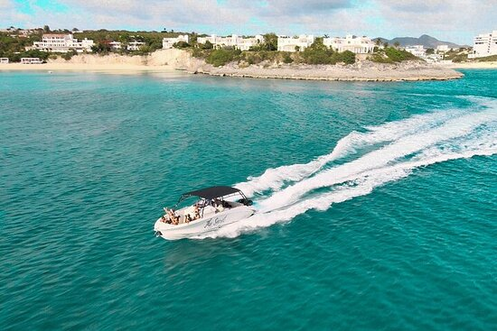 Private Full-Day Luxury Boat Tour in...