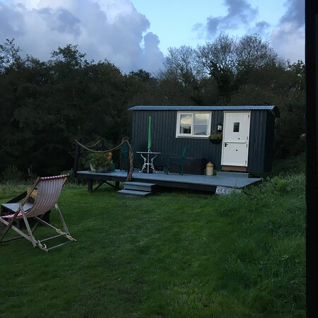 Crosswell, UK: The Shepherd's Hut from the Kitchen hut