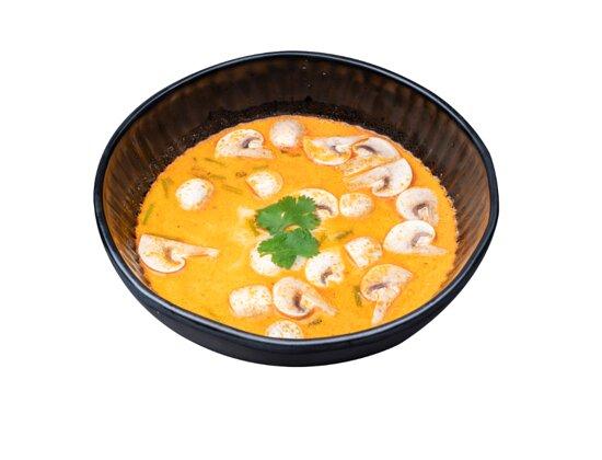 große Kokosmilchsuppe mit Champignons, Tomaten, Zwiebeln und Koriander (ca.700ml) - wird ohne Reis serviert
