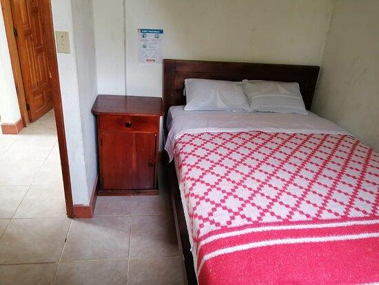 Habitación matrimonial con armario (cabaña familiar)