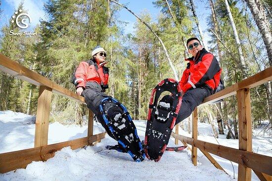 拉普兰荒野中的雪鞋行走