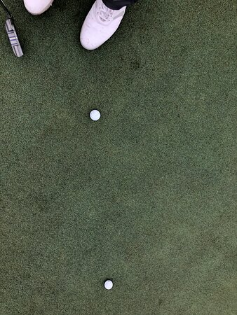 Prepping to hit my Eagle putt. Yep, it went 6 yards past the hole. Just look at those beautiful greens!