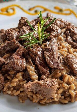 [ Funghi al Tartufo Nero con Mignon ] Risoto de funghi chileno finalizado com azeite de trufas negras e lascas de filé mignon.