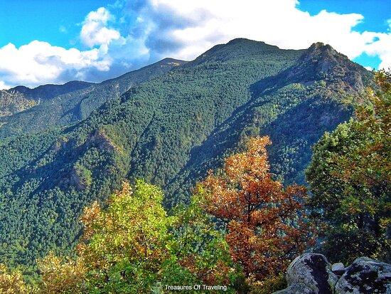 Ανδόρρα Λα Βέγια, Ανδόρα: A hike during any season will be nice in Andorra, whether during the spring or to see the fall colors. If you are visiting Andorra la Vella and want to venture out of the capital city for a short hike, there are many trails to climb up the mountains that surround the valley. Many of the trails have outlooks with wonderful vistas. It's just a nice way to get out of the city and into nature.  http://treasuresoftraveling.com/visiting-andorra-la-vella/  #TreasuresOfTraveling #Andorra #AndorraLaVella