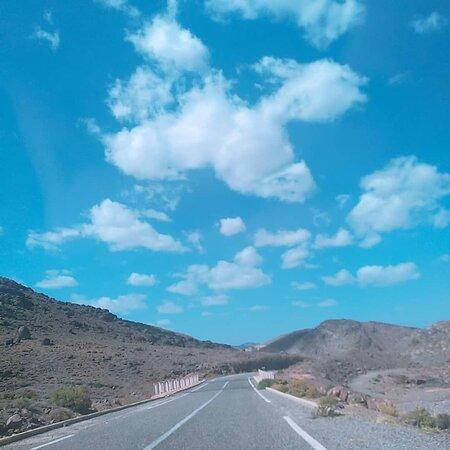 Alnif, Maroc: Estamos na estrada para Saara do deserto