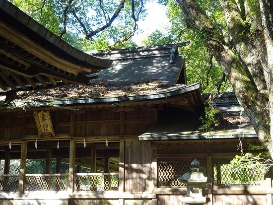毛利家の中興の祖、毛利元就公を祀る神社。