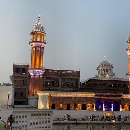 Amritsar, India: The shimmering Har ki Pauri