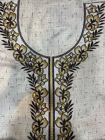مخاوير في صالة المعرض بقرية الشعب. Mukhawar designs in the exhibition hall in Al Shaab Village. #مخاوير #جلابيات #أزياء #خليجية #ملابس #معرض #تسوق #قرية_الشعب #الشارقة #الامارات #Mukhawar #Jalabiya #local #traditional #dress #shopping #exhibition #Alshaab_village #Sharjah #UAE