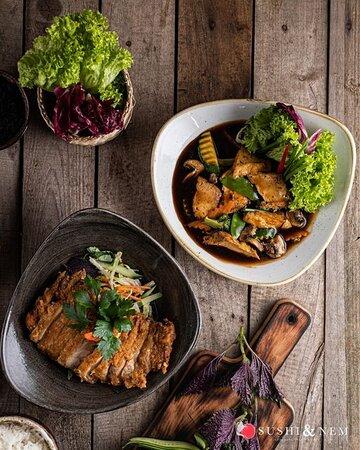 ✨ COZY FOOD DAY ✨ Bei dem schönen Schnee, der draußen liegt, wäre ein angenehmer Abend auf dem Sofa die schönste Beschäftigung. Dabei kann man gemütlich die fallenden Schneeflocken beobachten und dabei leckeres asiatisches Essen genießen. ❄🤤 Bestellt Euch alle Gerichte ganz einfach über unseren Online Shop und holt es Euch ab, um es gemütlich auf dem Sofa zu verspeisen. 💻 C̳O̳M̳I̳N̳G̳ ̳S̳O̳O̳N̳ ̳S̳U̳S̳H̳I̳ ̳&̳ ̳N̳E̳M̳ ̳R̳A̳V̳E̳N̳S̳B̳U̳R̳G̳ #kempten #fuessen #friedrichshafen #ravensburg www.sus