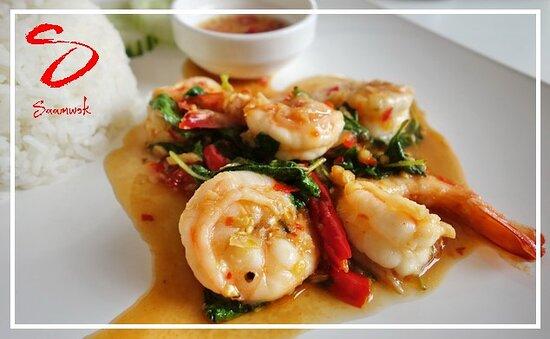 Geneva, Switzerland: Voici notre plat aux crevettes sautées au basilic accompagnées de riz et d'un oeuf au plat à la façon Thaï (Tous les vendredis à midi)