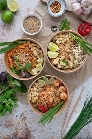 Geneva, Switzerland: Voici Nos plats signatures: Les Pad-Thaï, végétarien, au poulet ou bien aux crevettes (Tous les jours de la semaine)