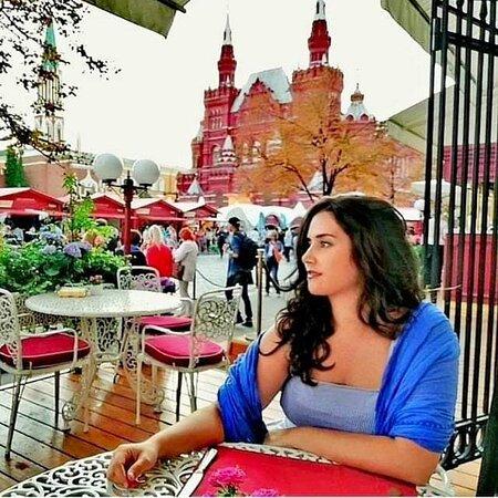 La Plaza Roja y Kitay-górod: Un lugar donde vivir una experiencia gastronómica deliciosa, con vistas espectaculares a la plaza roja. 100%recomendable.