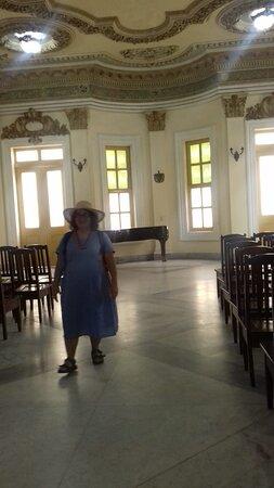 """Bibliotece Publica """"MARTI""""  / Santa Clara  / Küba / 2020 / Che'nin Mozeleye götürülmeden önce cenazesinin getirilip tören yapıldığı salon"""
