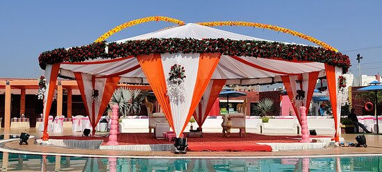Perfect Poolside wedding venue in Rajkot, Gujarta.