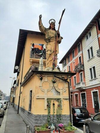 """Monumento al """"Cristun de Cement"""" Via San Dionigi"""