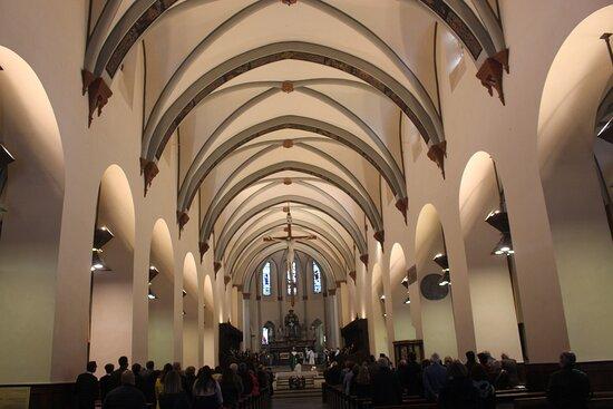 Interni chiesa
