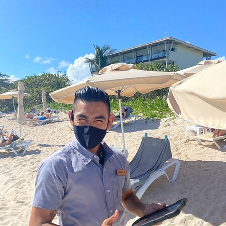 Super local host concierge service from Oswaldo Hernandez at Unico December 2020. Outstanding hospitality and service. Love making new friends and relaxing at such a nice beach and resort.
