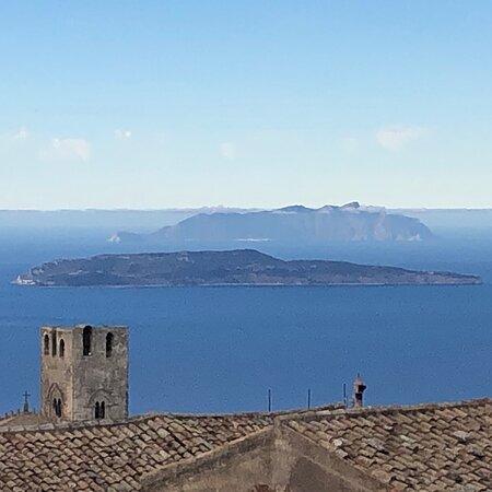 Aegadian Islands, Italia: Le Isole EGADI sembrano essere a portata di mano .... 👏👏👏👏