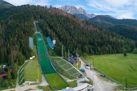 Zjazd pontonem ze skoczni narciarskiej
