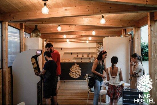 Tripadvisor - Garden's greenhouse - תמונה של Nap Hostel, נאפולי