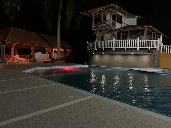 Guaduas, Colombia: Cabaña 1 ubicada junto a la piscina y kiosco.