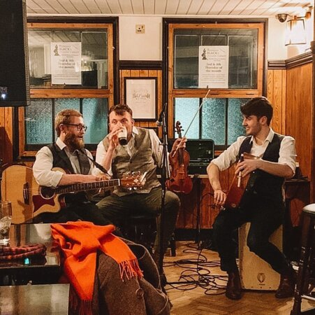 The Half Moon has been the heart of the Folk music scene in Oxford. For over 30 years, folk musicians from all over the country have come to the Half Moon on a Sunday evening for an open session. We have sorely missed our celtic tunes this year, but look forward to catching up with our musicians very soon.