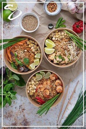 Voici notre plat signature en 3 déclinaisons: Aux légumes, aux crevettes (VN) et au poulet (CH).