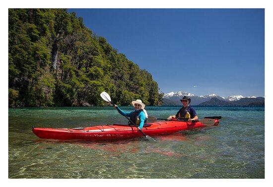 Half day kayak excursions.: remando en la costa del Lago Espejo