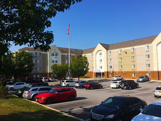Sonesta Simply Suites Baltimore BWI Airport Hotel Exterior Entrance and Parking Lot