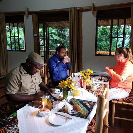 Bwindi Impenetrable National Park, Uganda: Breakfast before Gorilla tracking