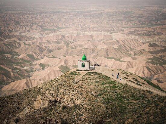 Tamer-e Qarah Quzi, إيران: it's khaleb nabi's tomb. it is a magical palce in north of iran. 