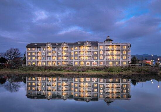 Rivertide Suites Hotel